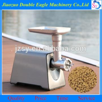 Hot sell professional small animal feed pellet making machine/home Pet fish feed extruding machine manufacturer